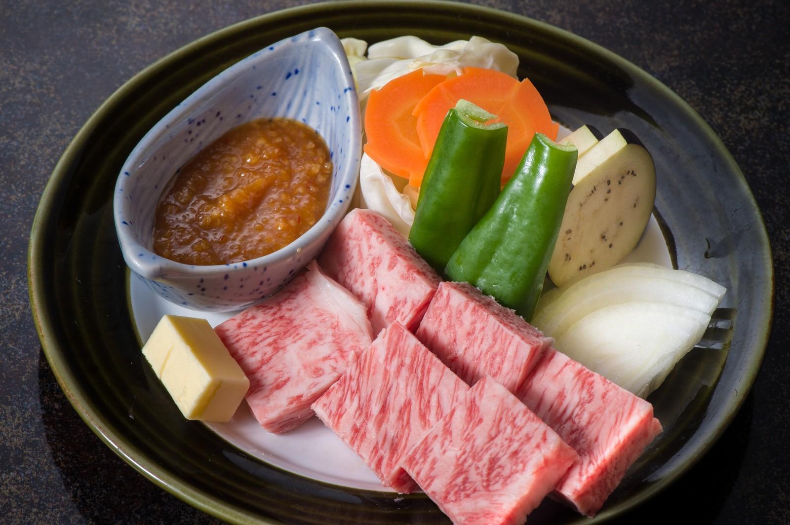 日本最頂級的A5和牛。因脂肪豐富,號稱會在舌頭上融化的頂級美味。