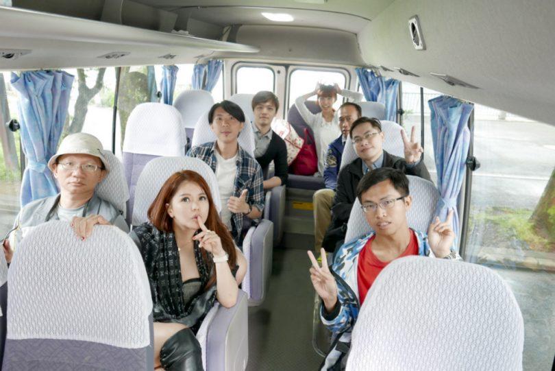 10人~18人,使用20人座小巴士。